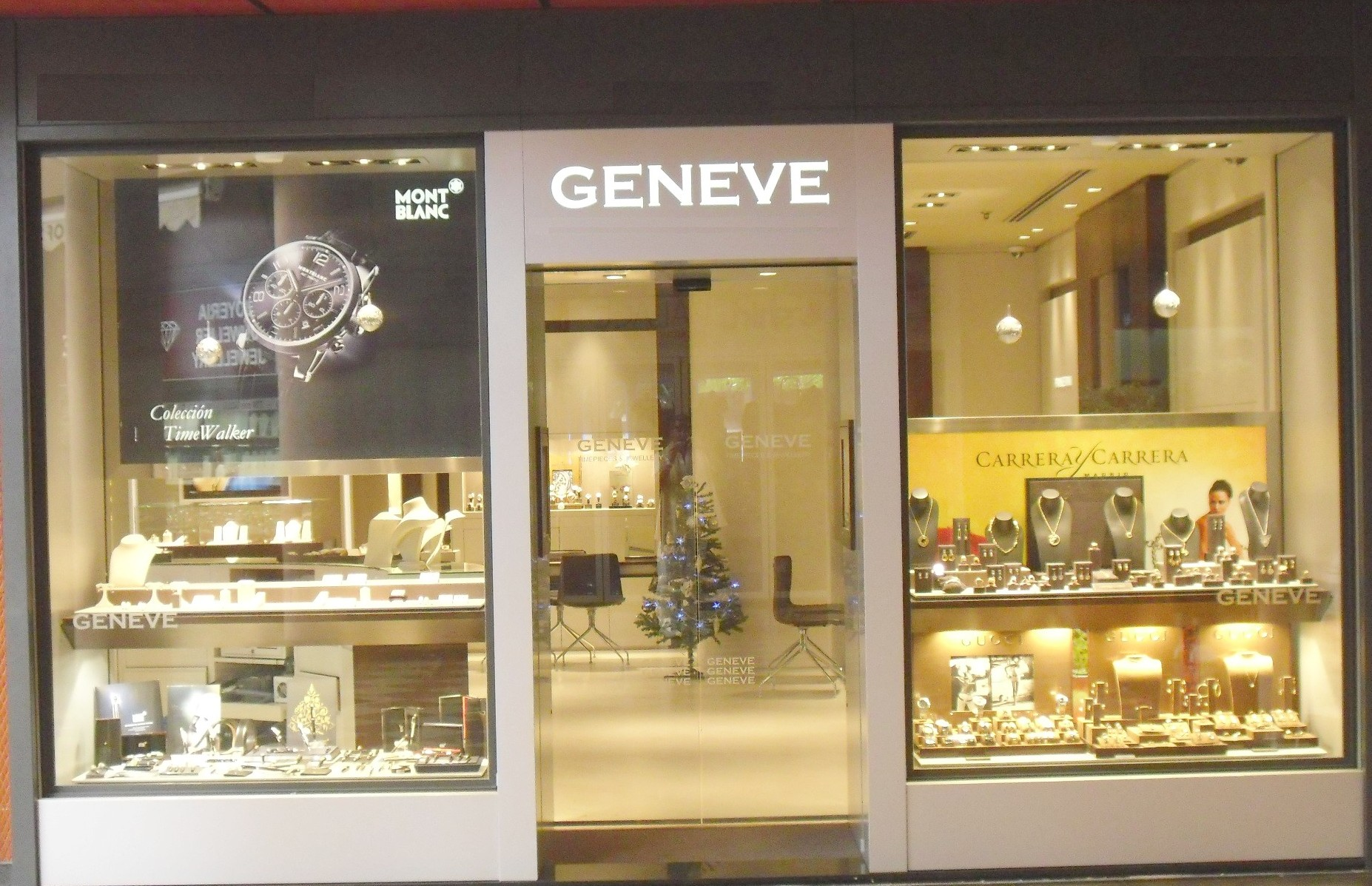 Mobilifici e negozi di vendita arredamento e mobili for Vetrine arredamento